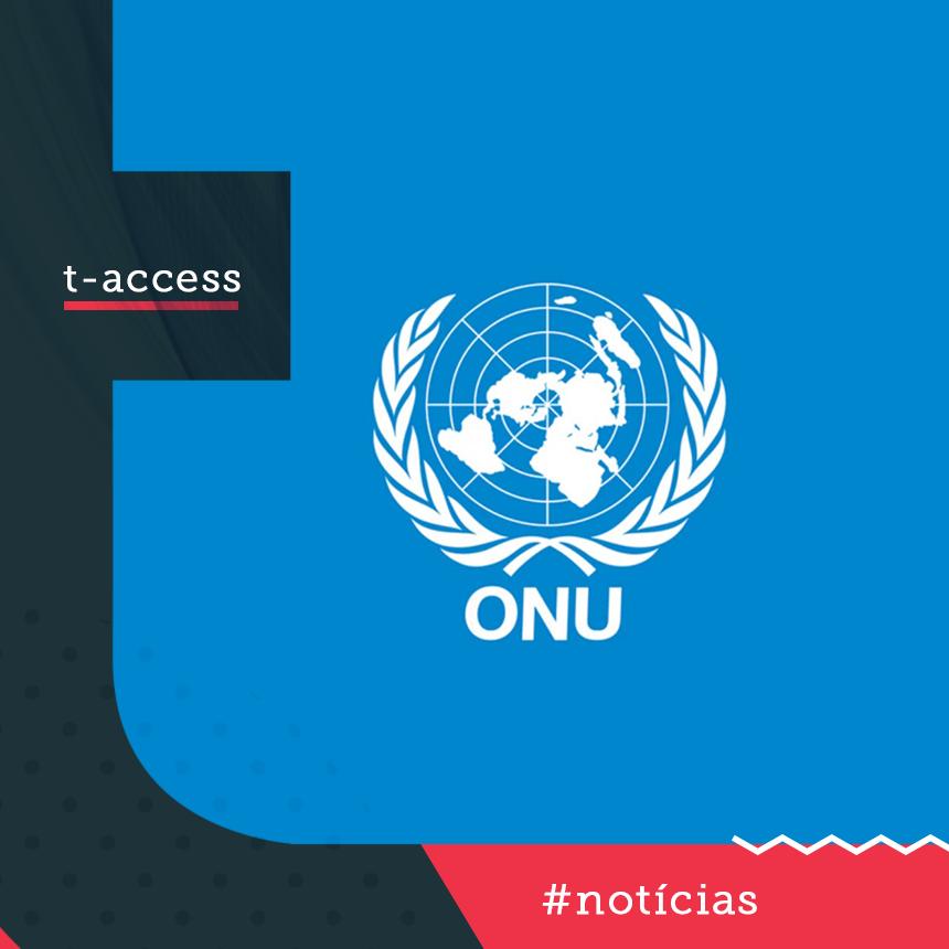 imagem com fundo azul e a marca da ONU em branco.